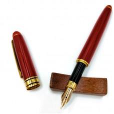 Перьевая ручка из красного дерева